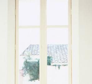 窓、ガラステーブル、鏡をピカピカに